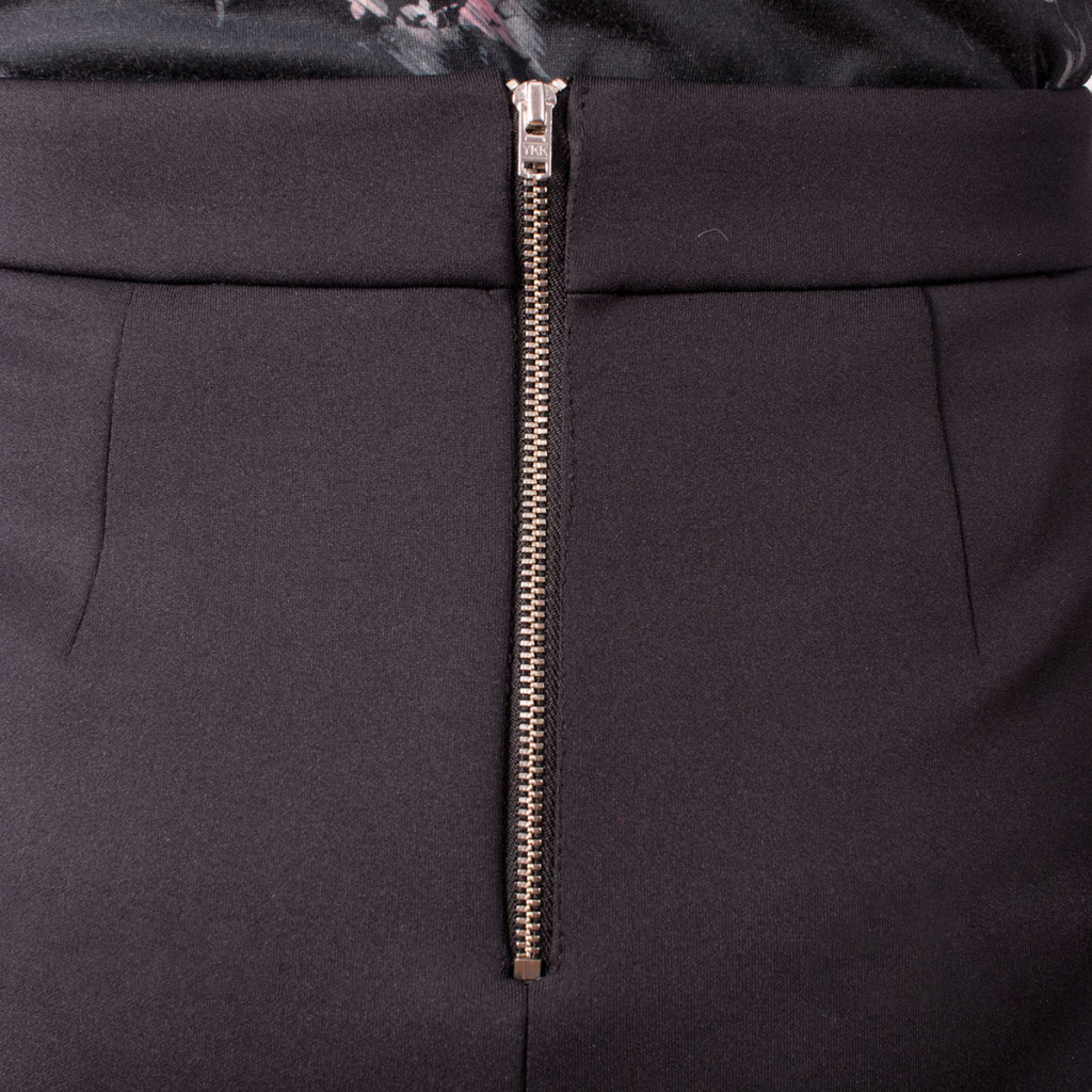 Sewing an Exposed Zip in a Scuba Skirt